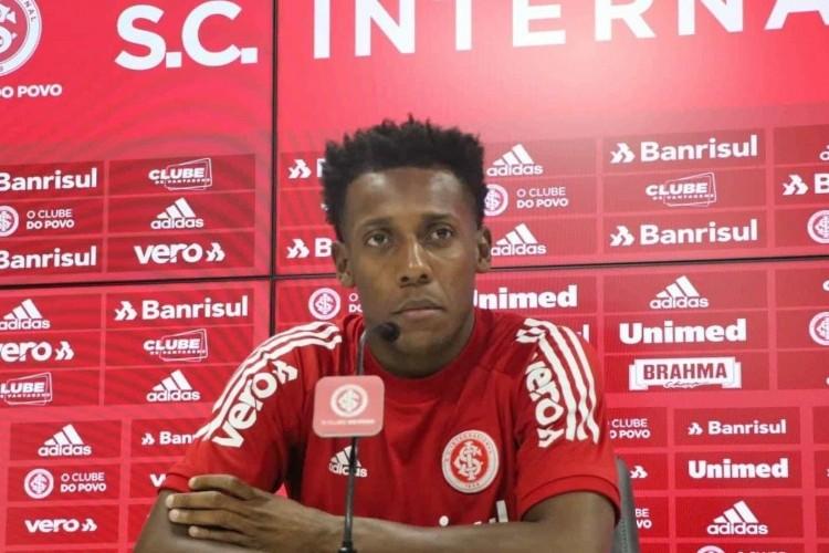 https://radiofm97.com.br/uploads/news/Moisés treina e ganha força para voltar ao Inter na Libertadores