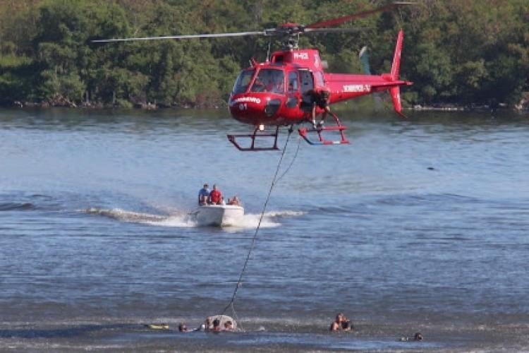 https://radiofm97.com.br/uploads/news/Helicóptero de pequeno porte cai na Baía de Guanabara