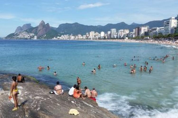 https://radiofm97.com.br/uploads/news/Elefante-marinho vira atração de surfistas e banhistas no Rio